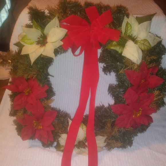 Red And White Christmas Wreath.Red White Poinsettia Christmas Wreath